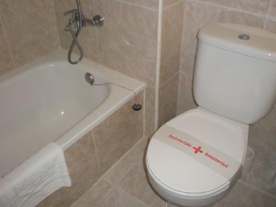 Beverly Park Hotel: WC, asi lo encontramos