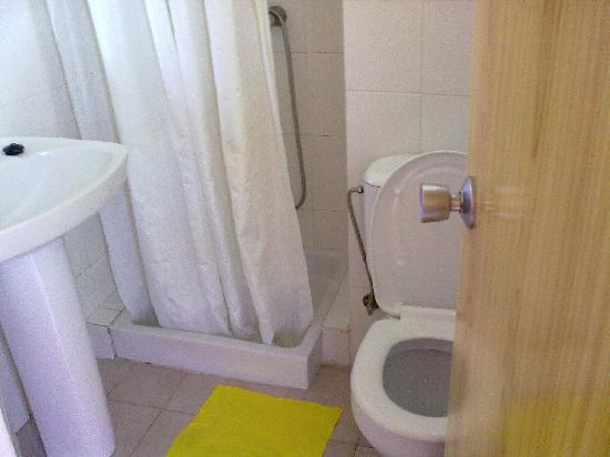 Montenova Apartments: bathroom