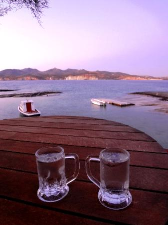 Apollon studios-rooms: Drink the sunset out...