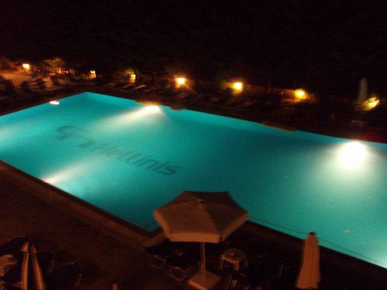 هيلينيس: la piscine