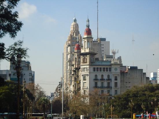 Edificio La Inmobiliaria : La  Inmobiliaria,primer plano (edificio Barolo detrás).
