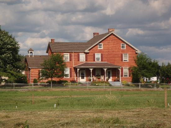 Eby Farm Bed & Breakfast: farm house