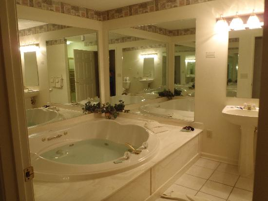 Massanutten Resort: common bath