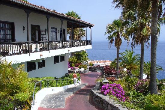 Hotel Jardin Tecina: Garden and Restaurant