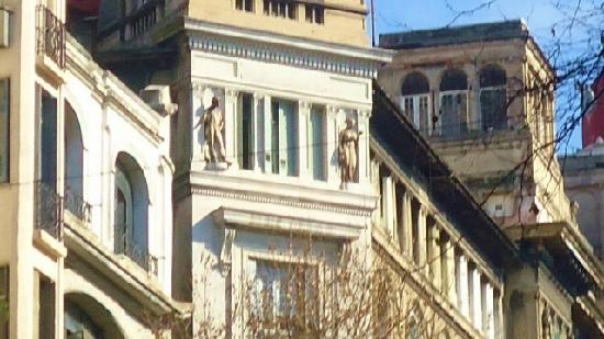 Edificio La Inmobiliaria: La Inmobiliaria,estatuas de Venus y Apolo
