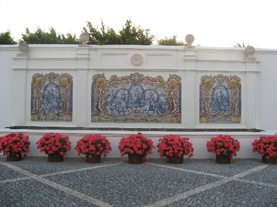 Finca Cortesin Hotel Golf & Spa: fachada opuesta a la entrada del hotel, preciosa con azulejos con estilo luso como en las habita