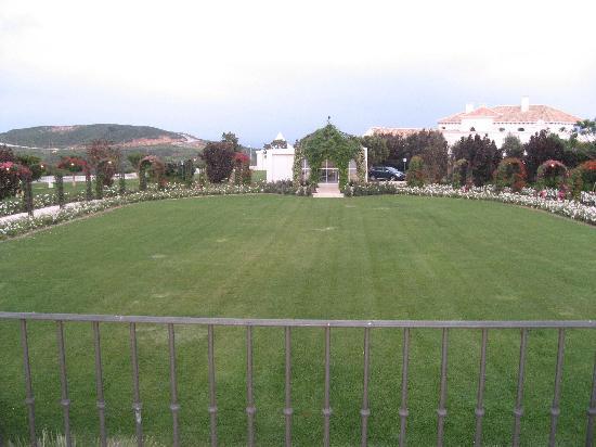 Finca Cortesin Hotel Golf & Spa: dentro del hotel este bellisímo jardin romántico
