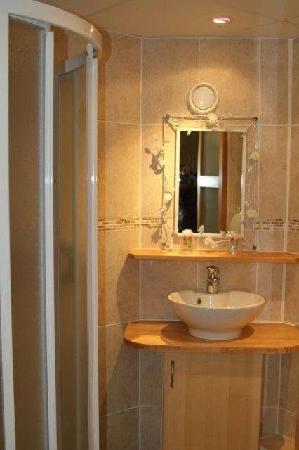 Fasthotel Toulouse Est Balma: salle de douche dans la chambre