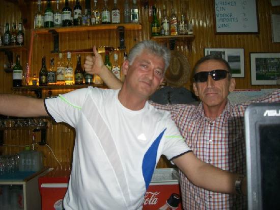 Gokcen Hotel & Apartments: friendly bar staff