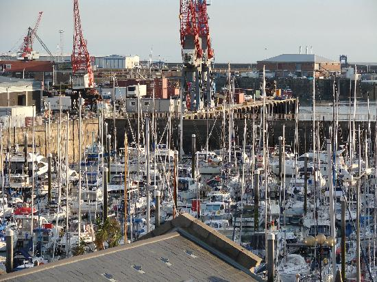 Liberty Wharf Apartments by BridgeStreet: View from apartment 320 over harbour