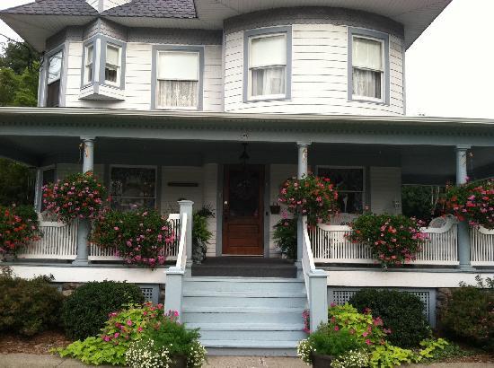 Pine Bush House Bed & Breakfast: FRONT OF THE INN