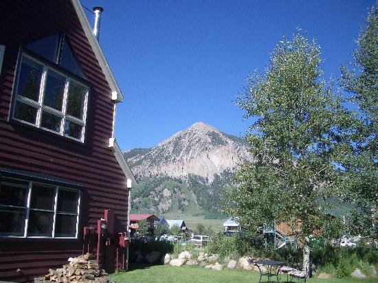 The Ruby of Crested Butte - A Luxury B&B: View from the back yard