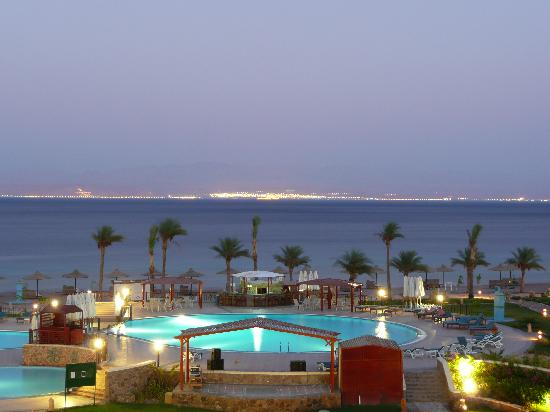 Aquamarine Sun Flower Resort : Uitzicht vanop balkon 's avonds