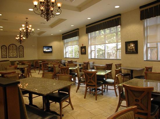 Drury Inn & Suites Charlotte Northlake: Dining Area