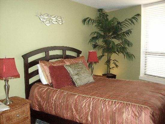 Aransas Princess: guest room, queen bed, very cozy