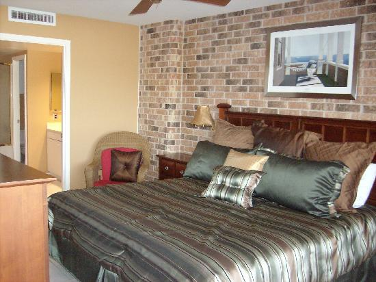 Aransas Princess: master suite, king bed