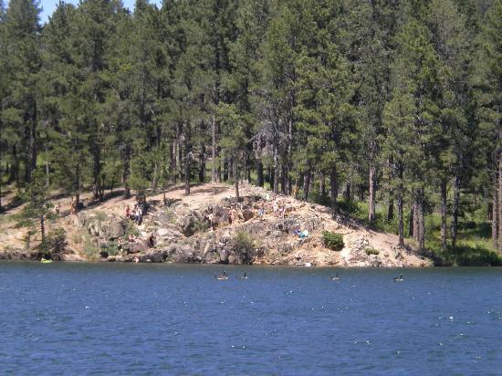 Pactola Lake: dozens of rock divers
