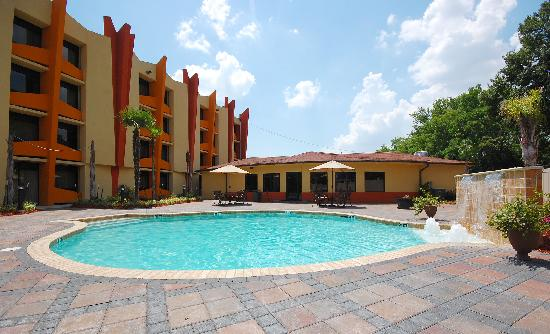 Radisson Hotel Baton Rouge: Enjoy a large Pool in a Tropical setting