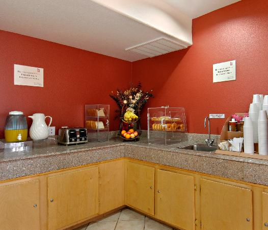 Red Roof Inn - New Braunfels: Breakfast Area