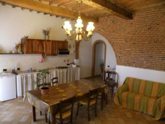 Cucina sala da pranzo - Picture of B&B Podere Oslavia, Coltano ...