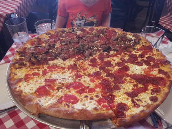 Grimaldi's Pizzeria: Pizza your way, even if it's 3 different ways!