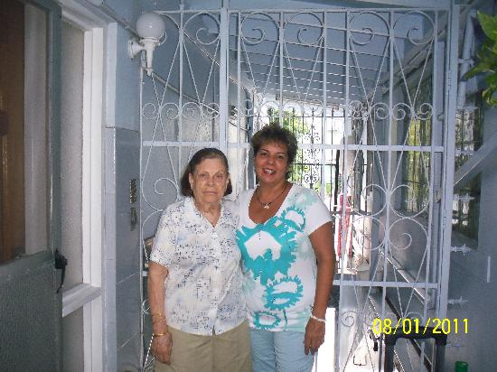 Mignon Guest House: Mrs Mary and Isabel