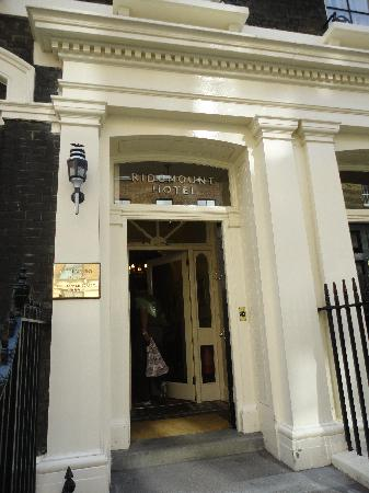 Ridgemount Hotel: Entrance on Gower Street