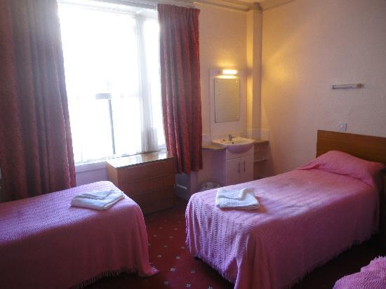 Ridgemount Hotel : Quiet. roomy, quad room upper floor at the rear