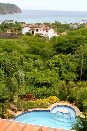 Las Palmas B&B: partial pool view from room