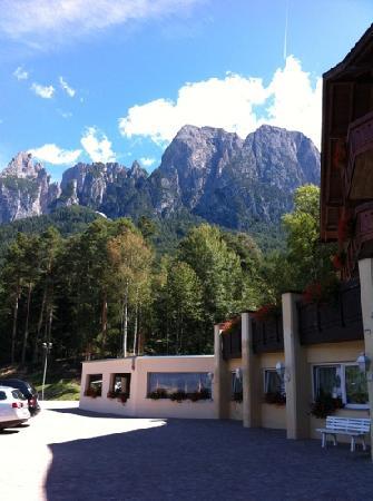 Fie allo Sciliar, Italia: la vista dal piazzale dell'albergo