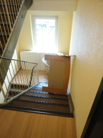 Hotel Gregory: Clogged stairwells