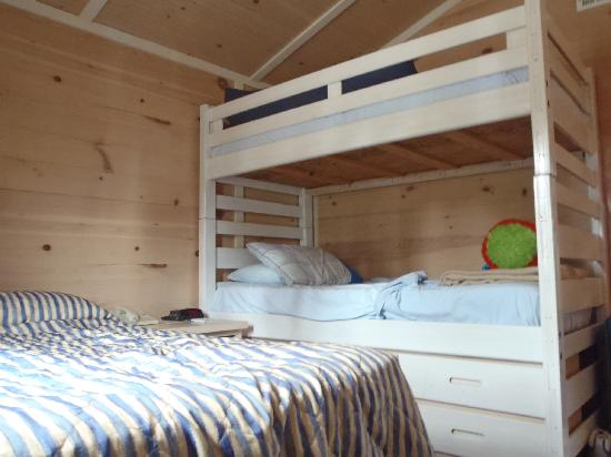 Lighthouse Point: Comfy bunks. Small dbl bed.