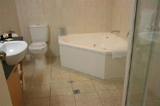 Harbour City Motor Inn: Bathroom