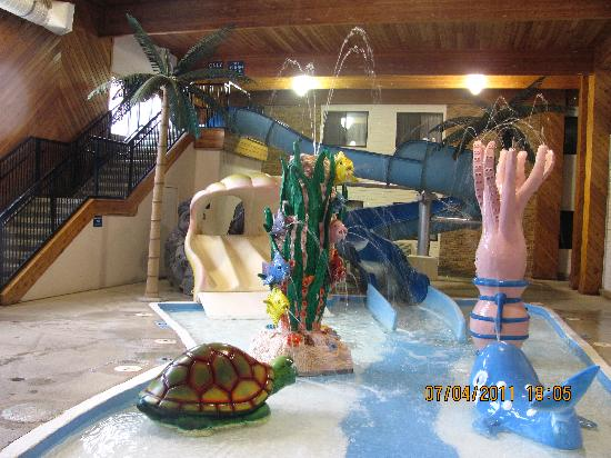 Comfort Inn: Water Slide and Kid's splash area