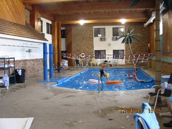 Comfort Inn: Pool area