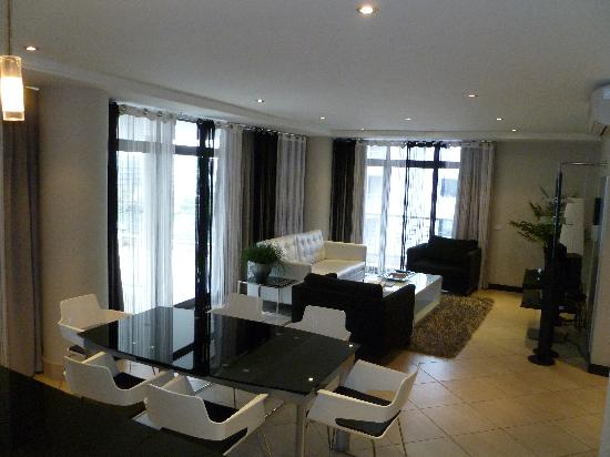 Urban Hip Icon Hotel: TV / Lounge / dinning area