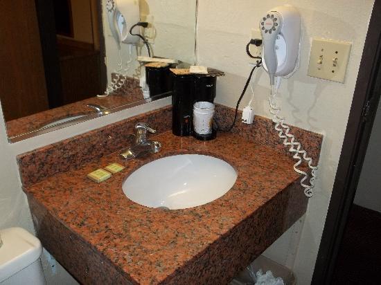Super 8 Homewood Birmingham Area: Bathroom sink