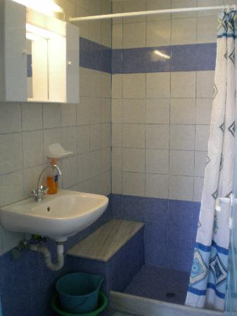 Kontaratos Houses Studios & Apartments: Bathroom - clean!