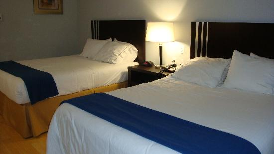 Holiday Inn Express Bentleyville: Bedroom