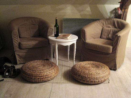 Le Clos du Puits: Suite sitting area