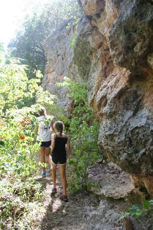 Turner Falls Park : Hiking along side the rocky hillside