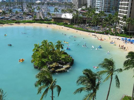 Hilton Hawaiian Village Waikiki Beach Resort : view from our blacony on the 7th floor