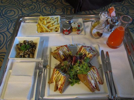 โซฟิเทล ดูไบ จูเมราห์บีช: Club sandwich