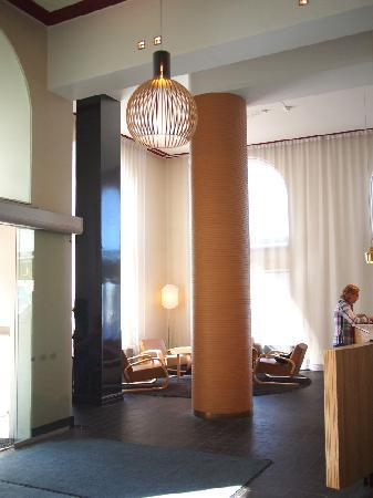 Hotel Helka: アアルトインテリアの素敵なロビー