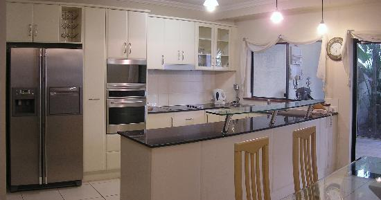 Cairns City Apartments: Regency Kitchen