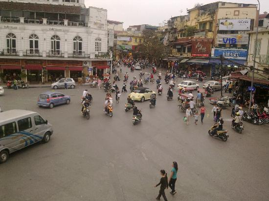 Legends Beer (Dinh Tien Hoang): View from Legend Beer - Traffic Circle - 1