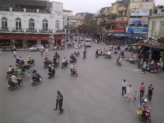 Legends Beer (Dinh Tien Hoang): View from Legend Beer - Traffic Circle - 3