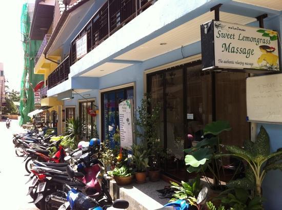 Sweet Lemongrass Massage: entrance view