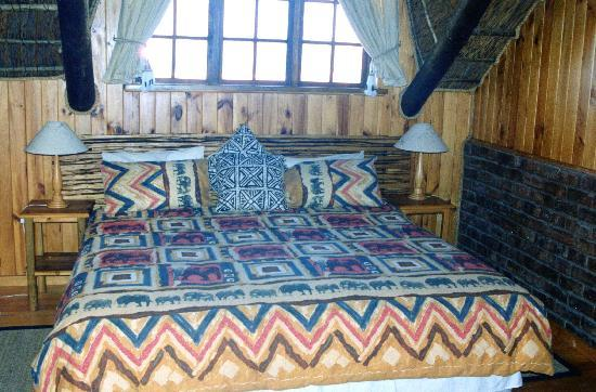 Myoli Beach Lodge: Main bedroom of luxury self catering chalet