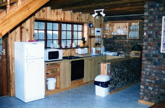 Myoli Beach Lodge: Kitchen of luxury self catering chalet